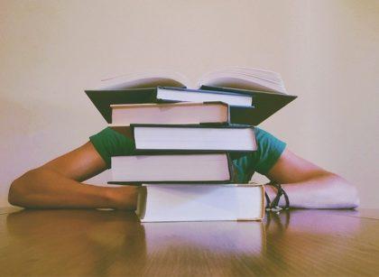 Student-studyin